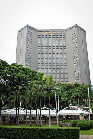 Makati Shangri-La Manila: Makati Shangri-La Exterior