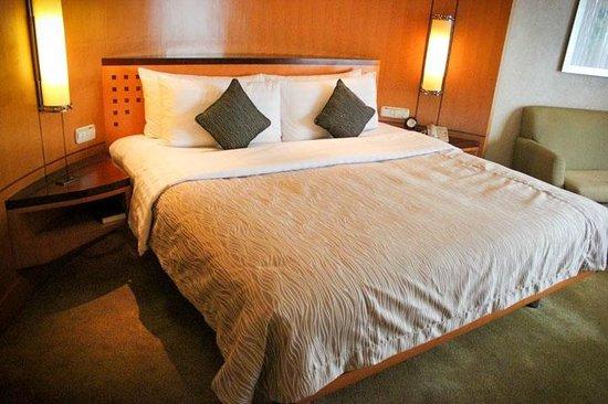 Makati Shangri-La Manila: NIce and Comfortable Bed