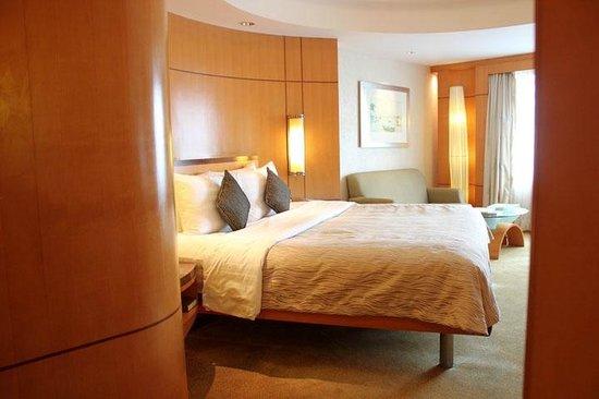 Makati Shangri-La Manila: Superior Room