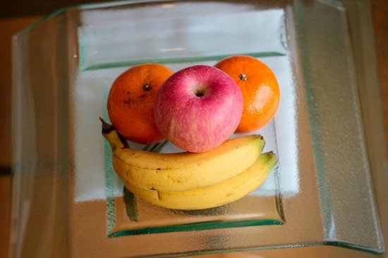 Makati Shangri-La Manila: Complimentary Fruits