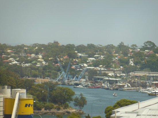 Ibis Sydney Darling Harbour: View of Pyrmont from our room - not half as exciting as ones on the other side of the hotel
