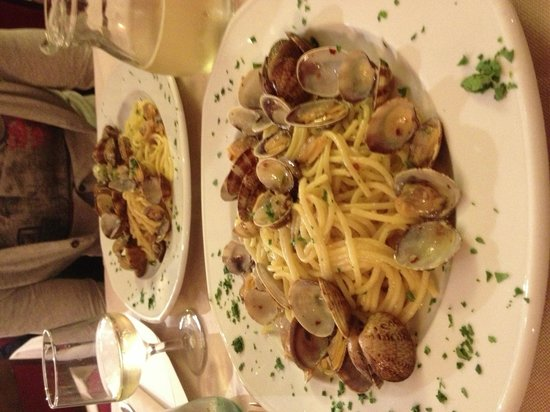 LA SMORFIA : Spaghetti con le vongole