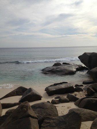 Banyan Tree Seychelles: Strandbereich
