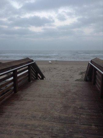 Peninsula Island Resort & Spa: beach view