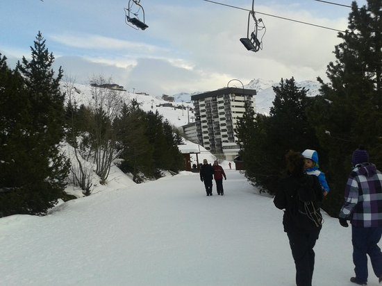 Belambra Clubs - Neige et Ciel: From the top of the small slope towards the ski lifts