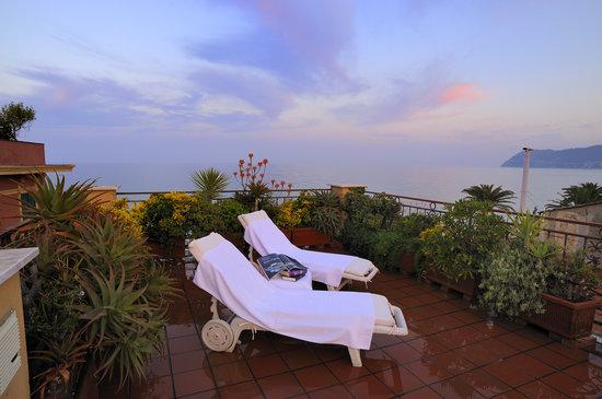 Residence Le Terrazze: Vista panoramica sul solarium