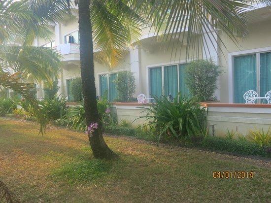 Sokha Beach Resort : Outside our room