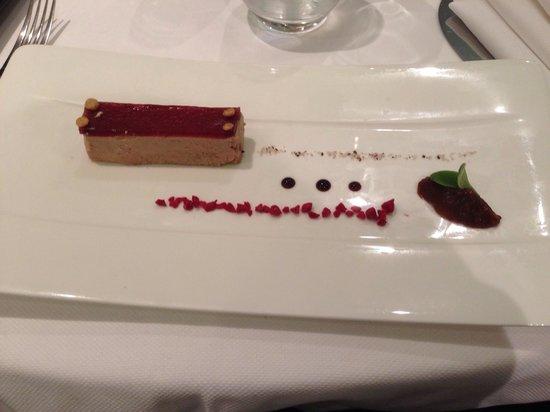 Le Jardin de Bellevue : Foie gras gelée au porto et framboise