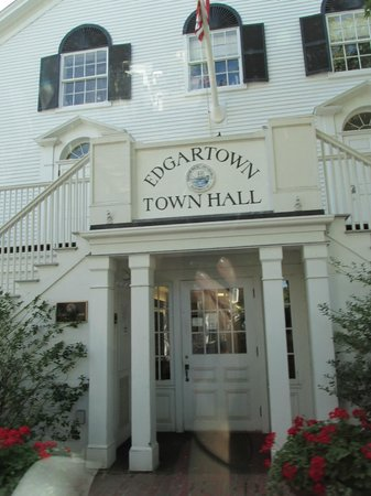 Martha's Vineyard Tours and Transportation: Edgartown Town Hall