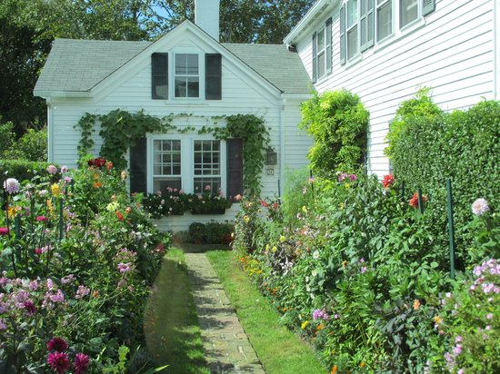 Martha's Vineyard Tours and Transportation: Martha's Vineyard Garden