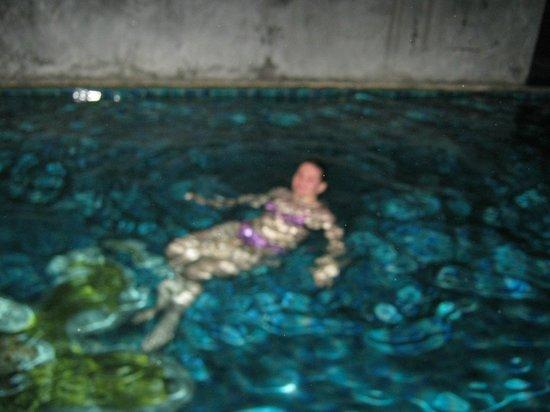 East Sea Resort Hotel: ночью купаемся