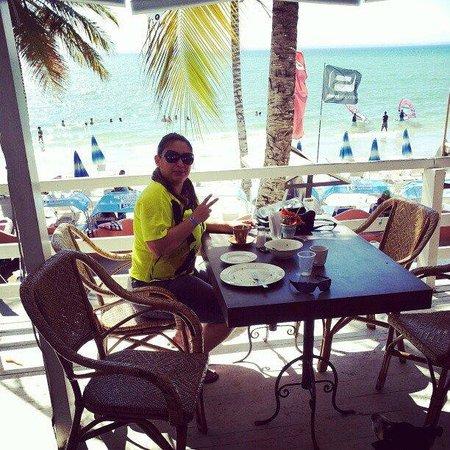Hotel Surf Paradise: Café-da-manhã com uma vista linda!!