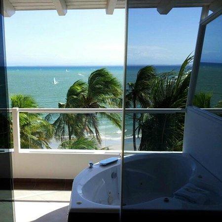 Hotel Surf Paradise: Banheira com hidromassagem na varanda da suíte