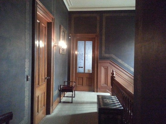 Haas - Lilienthal House: Upstairs Hallway