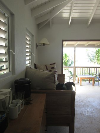 Cooper Island Beach Club: King bed room also comes with a large couch, mini fridge, coffee maker and ice bucket