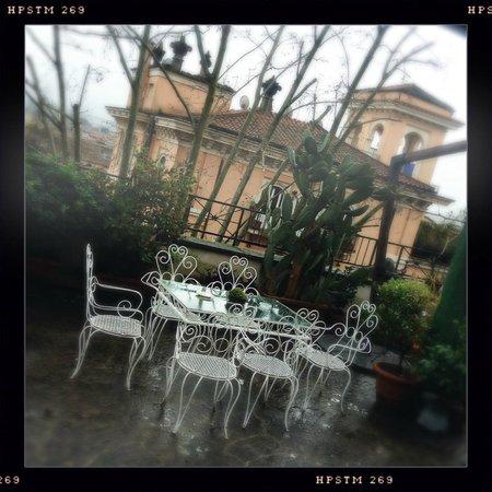 IL BOOM - il bed 'n breakfast: parte della terrazza