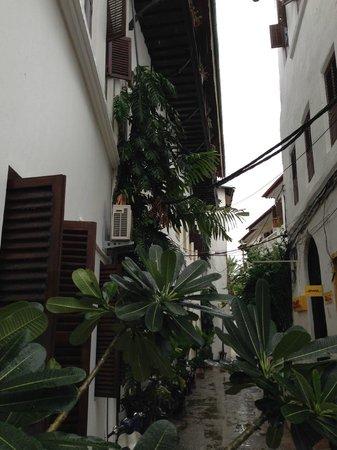 Kisiwa House: Outside