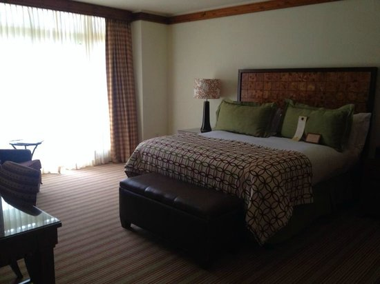 Stowe Mountain Lodge : king size bedroom