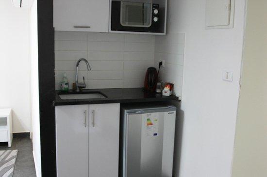 Tel Aviv Seashore Suites: кухня