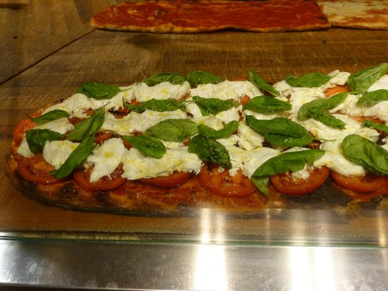 Gourmetaly Food Tours : Italian flag pizza