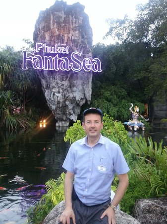Phuket FantaSea : entrance- lots of photo opportunities before show