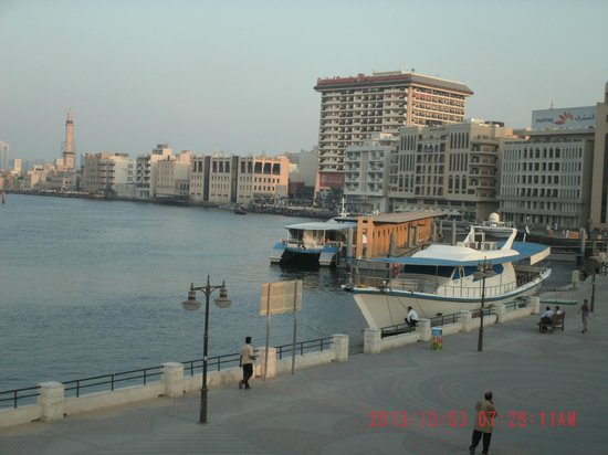 Barjeel Heritage Guest House: View over Dubai Creek from rooftop restaurant