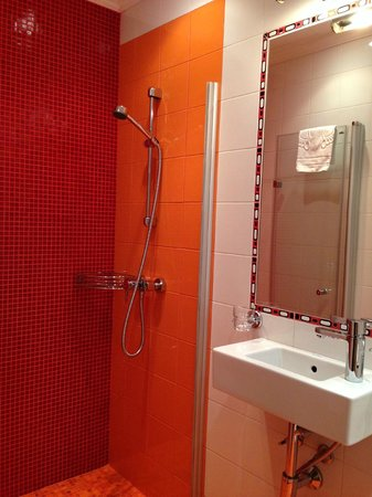 Golden Triangle Hotel: ванная комната