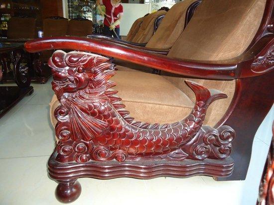 Camellia NhaTrang Hotel : Кресла и диванчики в Лобби-баре