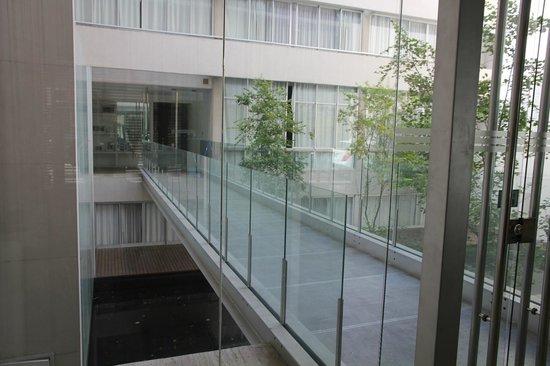 Riva Urban Lofts: kulku toiseen rakennukseen