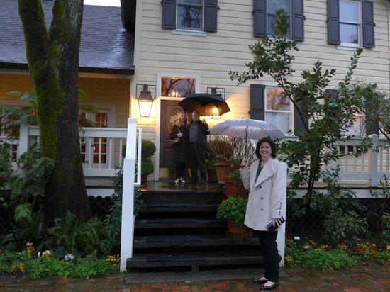 Farmhouse Inn Restaurant : Entrance on a rainy day