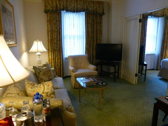 The Fairmont Olympic Seattle : Executive Suite king living room