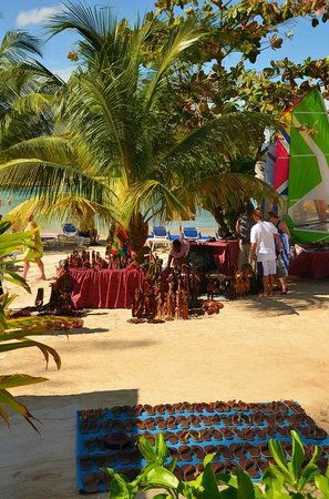 Jewel Paradise Cove Resort & Spa Runaway Bay, Curio Collection by Hilton: Vendors on the Beach