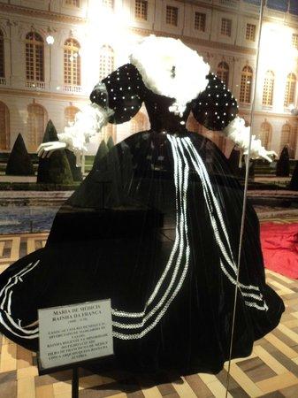 Museu da Moda - MUM: Réplica do Vestido da Rainha Maria de Médicis - Rainha da França