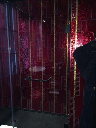 Buddha-Bar Hotel Paris : shower