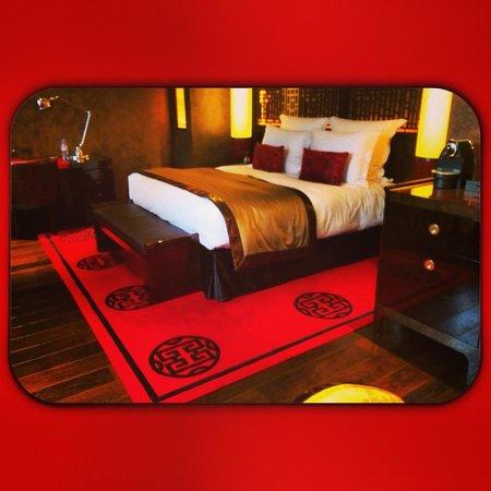 Buddha-Bar Hotel Paris : the bed