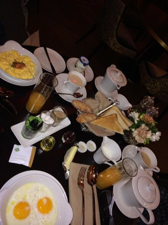 Buddha-Bar Hotel Paris: breakfast