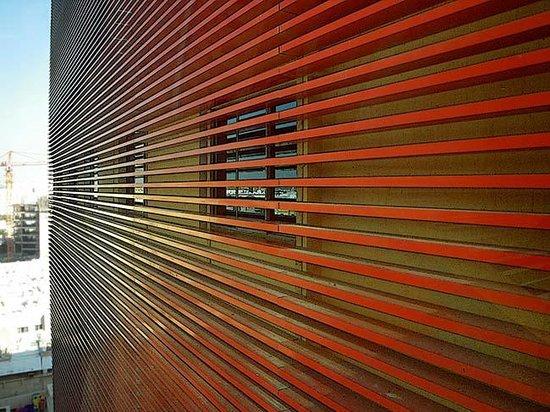 La Cigale Hotel: Decorative Red Ribs