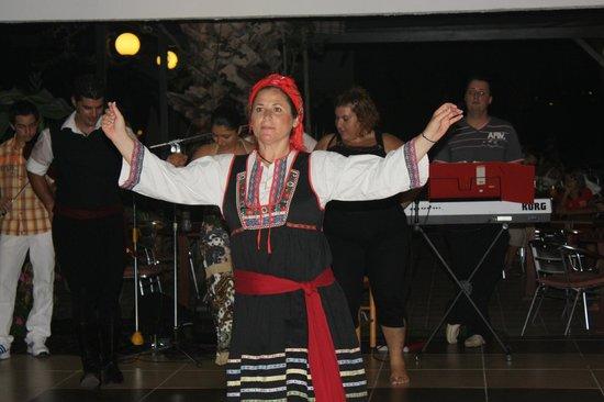 Tigaki Beach Hotel: танцы