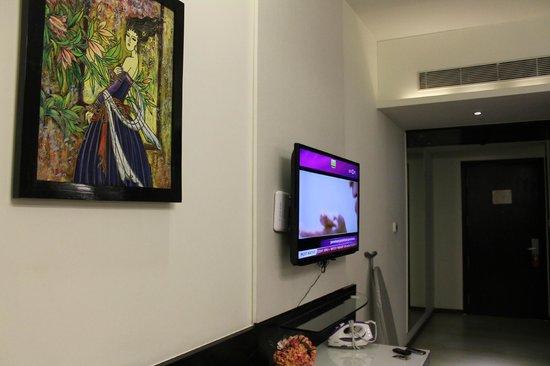 E Hotel: TV area