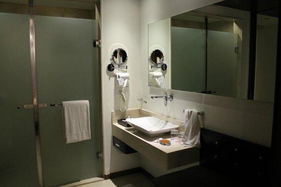 E Hotel: Wash room