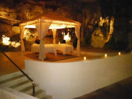 Grotto Bay Beach Resort & Spa: The Spa in a cave