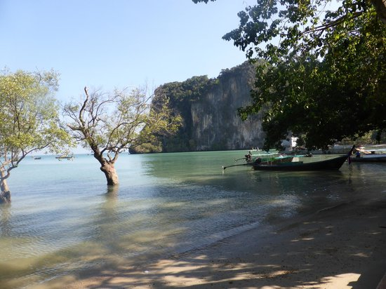 Krabi Thai Village Resort : railay beach high tide