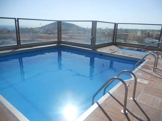 Paradise Park Fun Lifestyle Hotel: The roof pool