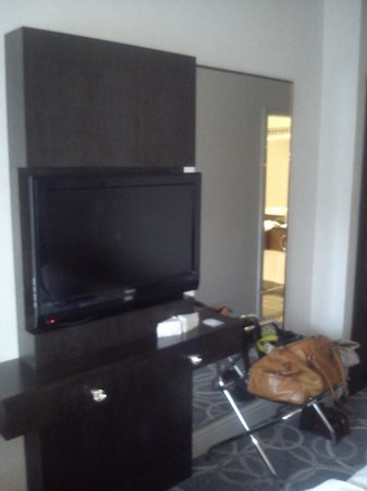 Hilton Glasgow Grosvenor Hotel : Big TV