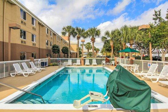Sleep Inn : Pool Area