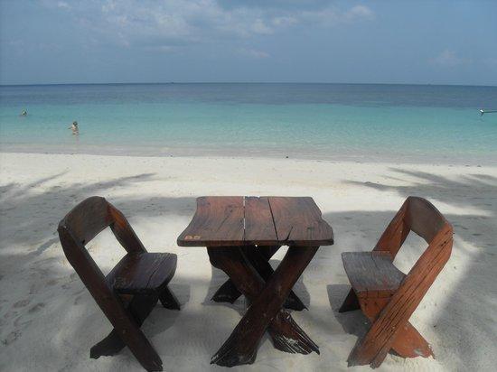 Sandy Bay Bungalows : My breakfast table
