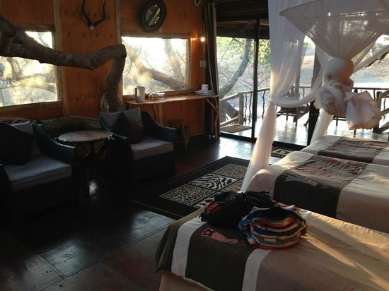 Pezulu Tree House Game Lodge : Inside our bedroom. Breathtaking.