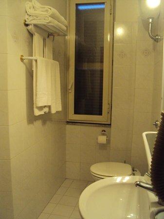 Hotel Rimini: Banheiro