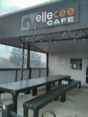 Elle Cee Cafe: Early morning in Ruawai.