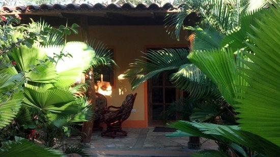 Mango Rosa Nicaragua: walk leading to front of 1 bedroom bungalow, hard to get a good pic with all the palms